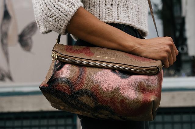 kabelka přes rameno.jpg