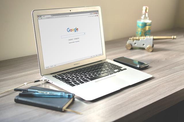 macbook a pracovní plocha