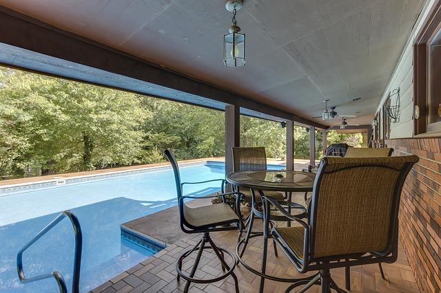bazén s terasou.jpg